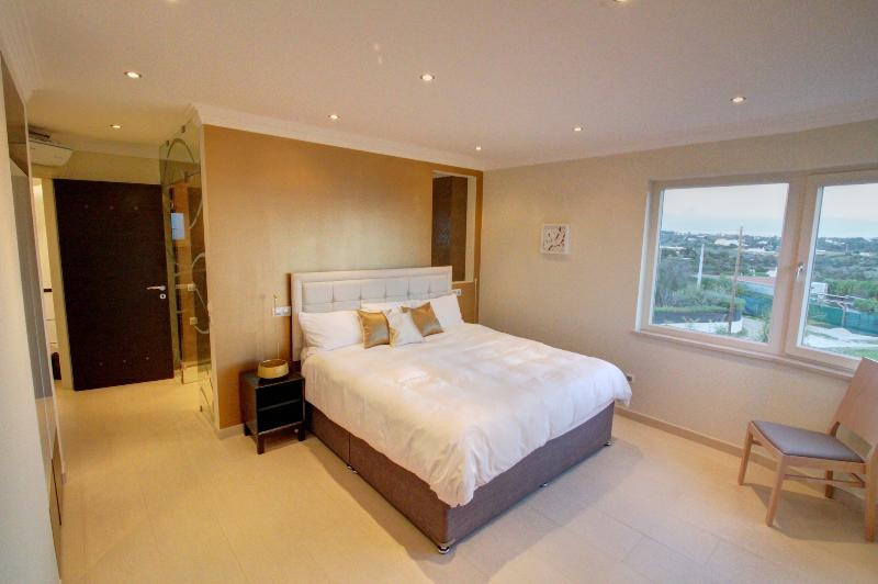 Second master bedroom, with Super King bed