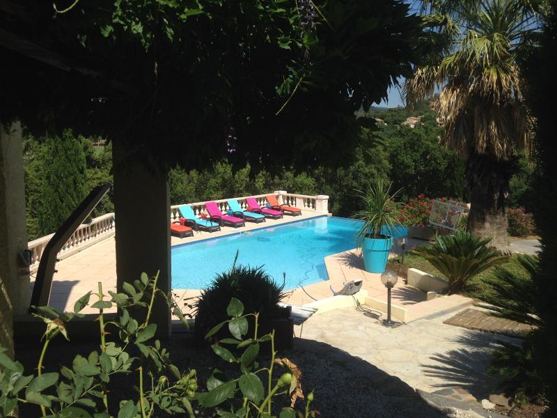 Mas entre Golf et plages. 250 m2. 5 chambres. piscine a débordement