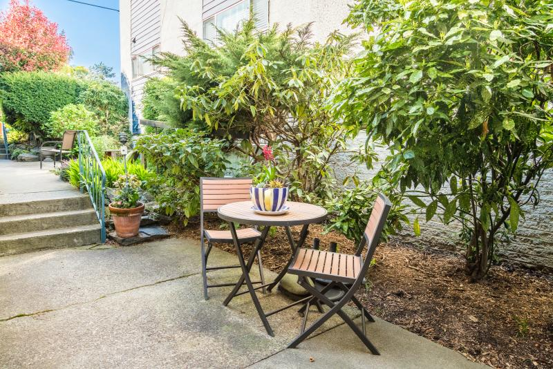 Another sitting area for outdoor eating