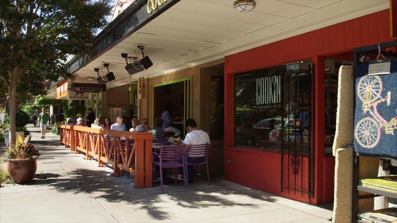 Most restaurants offer outdoors seating in the warm weather months