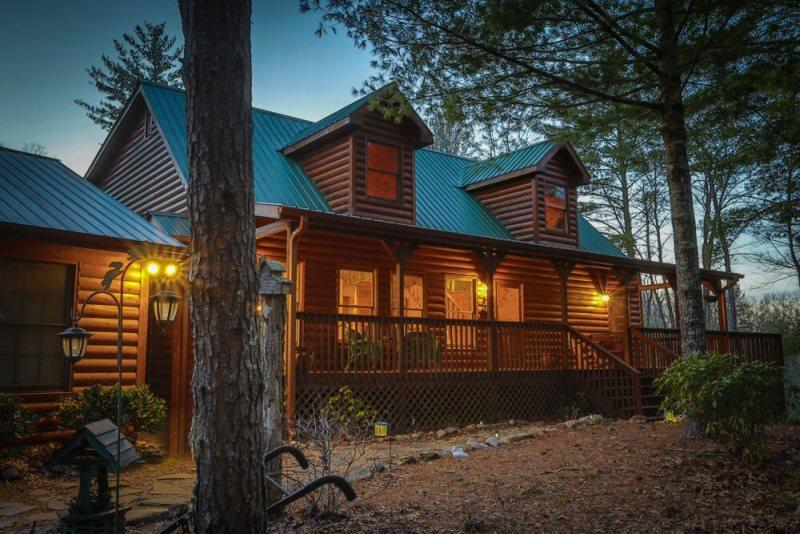 Gorgeous Blue Ridge cabin with 5 bedrooms, and it`s dog friendly