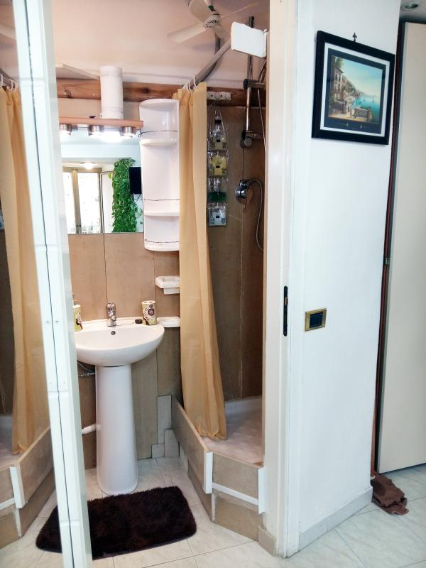 Bagno completo con doccia/Bathroom with shower