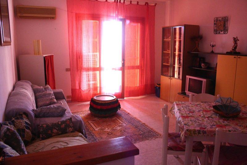 wonderful sea side view apartment, vacation rental in Badesi