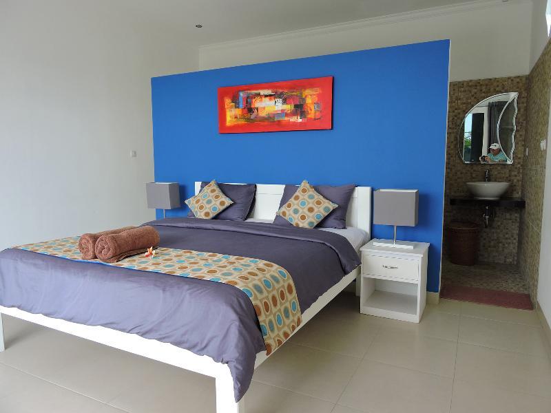 queen size bed in double room.