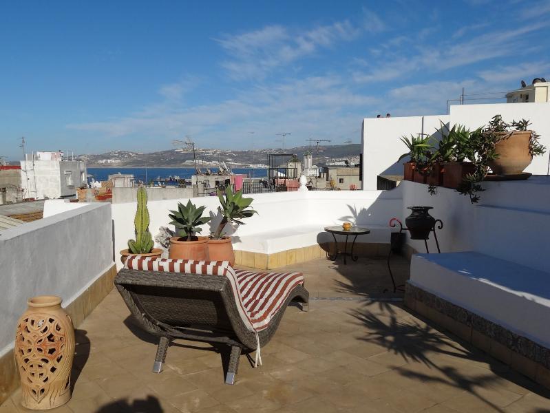 Terrasse supérieure avec vue sur la mer et sur la Médina