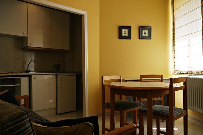 Casablanca: Apartamento doble, holiday rental in Encinas de Abajo