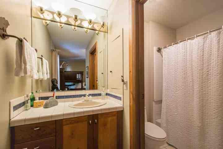 Salle de bains invité.