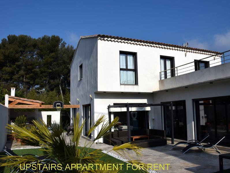 Appartement climatisé dans haut de villa ,jardin privatif, vacation rental in Cassis