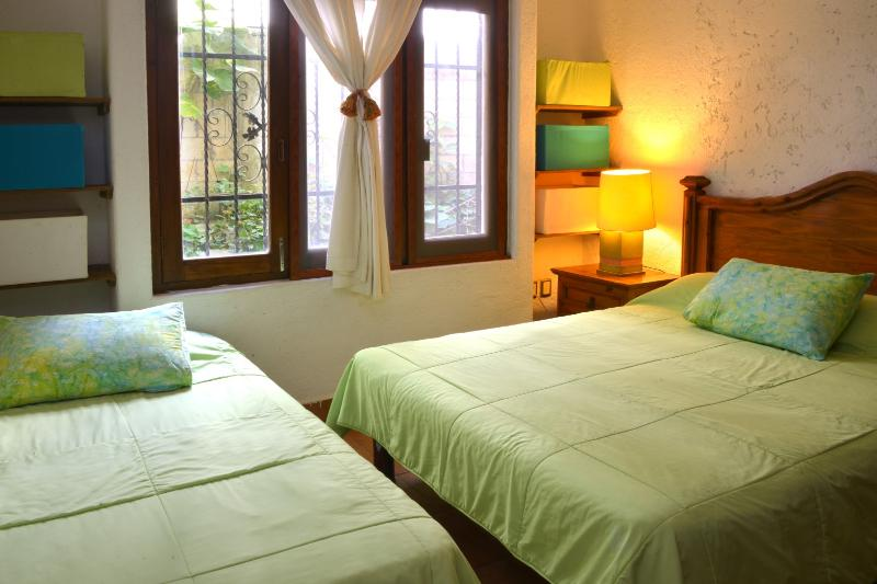 2nd bedroom with a Queen size bed and individual bed