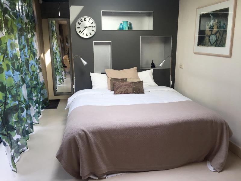 Queen size bed in eastroom
