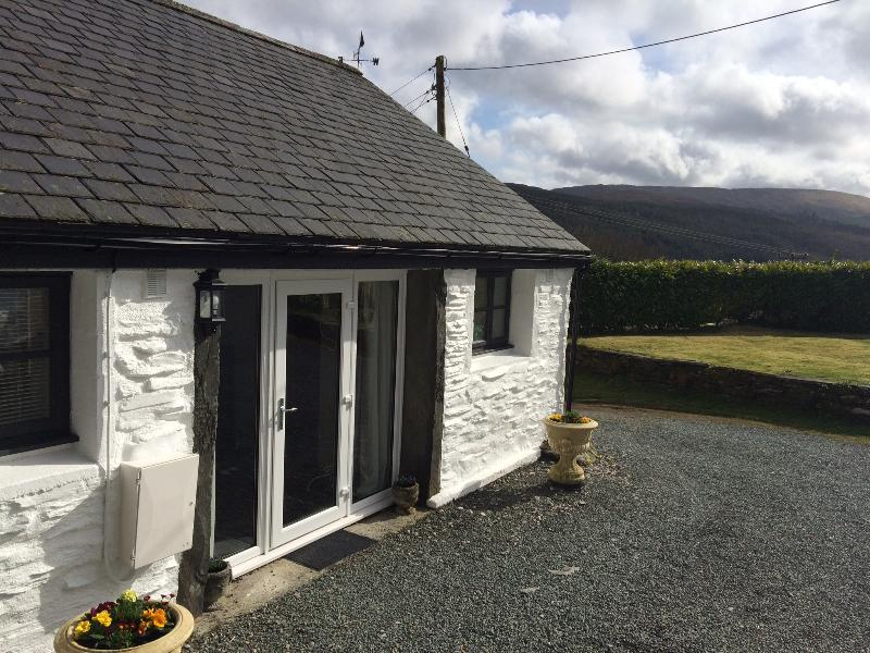 FRON GOCH  4 Star COTTAGE sleeps 4 10 Mins from Betws Y Coed Beautiful mountain views meet Alpacas