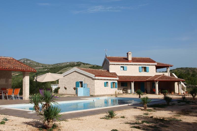 Villa Tovarovica and the pool