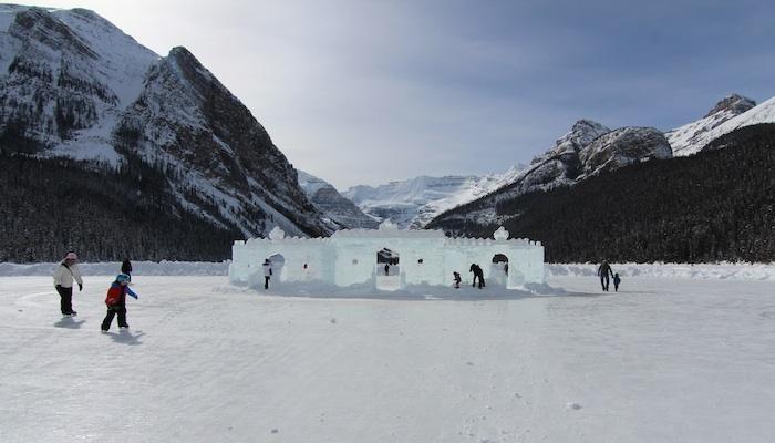 Patinar en el famoso lago Louise en medio de las magníficas Montañas Rocosas!