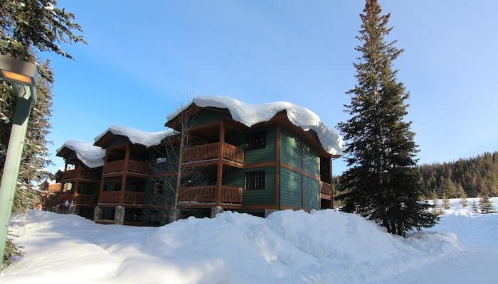Este complejo de estilo tradicional está situado en el corazón del Parque Nacional de Banff