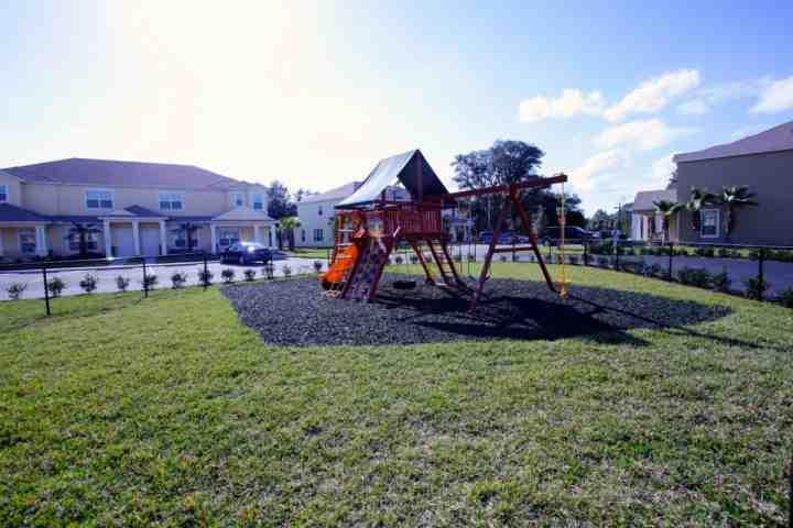 area giochi belli e recintato per i bambini.