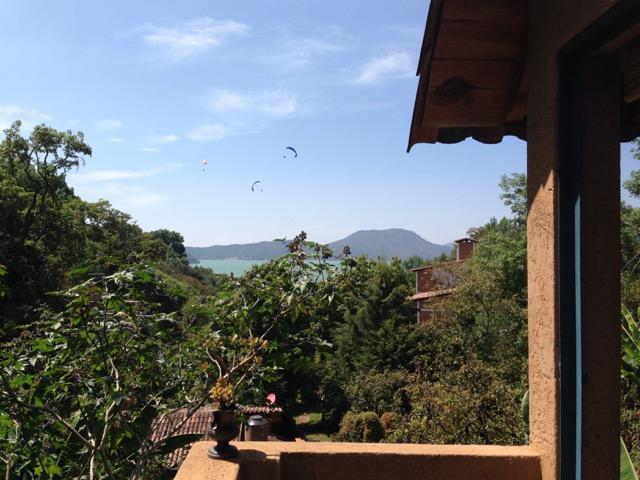 Casita con hidromasaje, vista al lago y arroyo de 2 habitaciones, location de vacances à Valle de Bravo