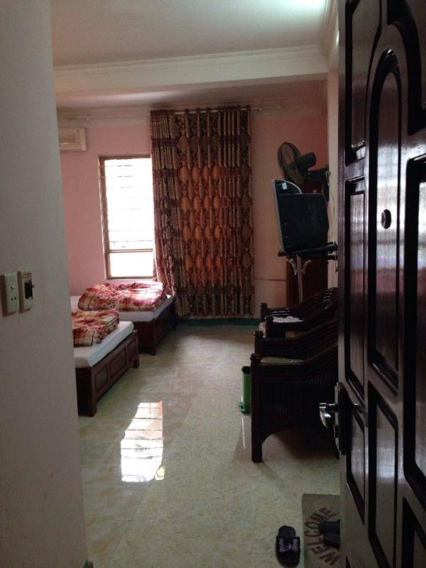HALONG BAY APARTMENTS cheap clean and in the middle of the main town .near the beach a boats