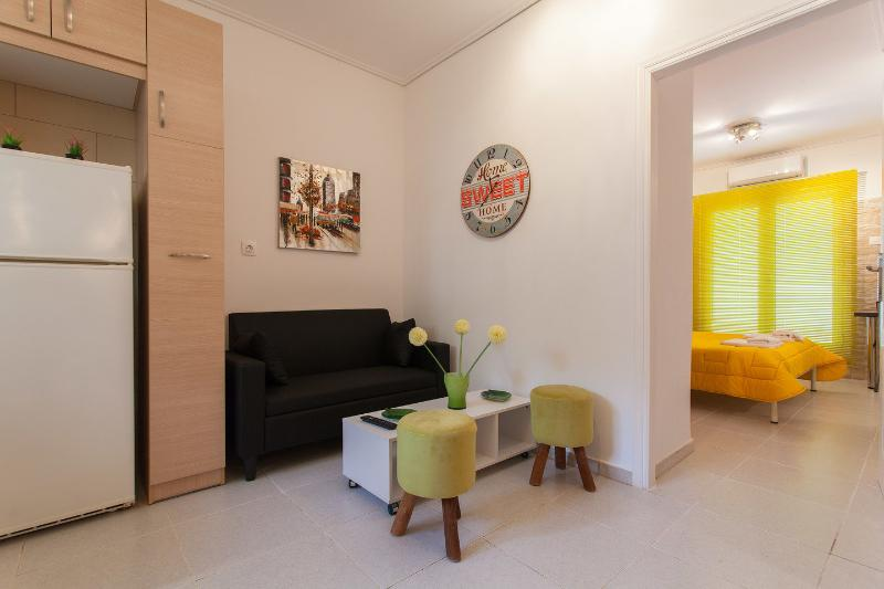 Athens city break -5min from metro and then 10min to the city center, location de vacances à Kamatero