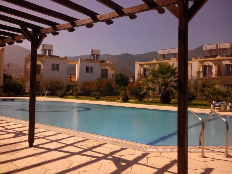 The Oval Eye Paradise - 1 BEDROOM, holiday rental in Kayalar