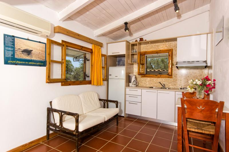 Liuba Houses - Green Two Bedroom House, aluguéis de temporada em Vasilikos