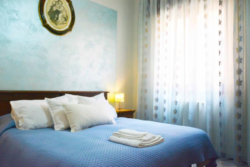Blu bedroom