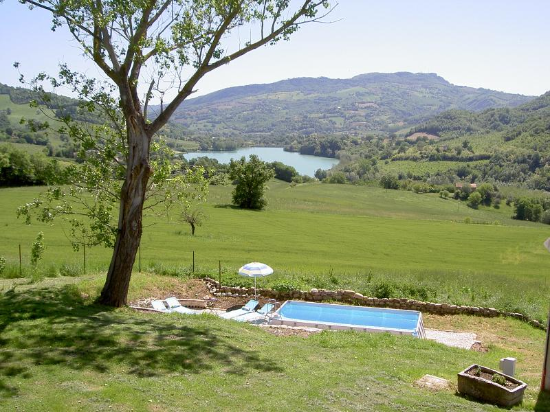 Lovely apartment with pool and stunning views, holiday rental in Montefortino