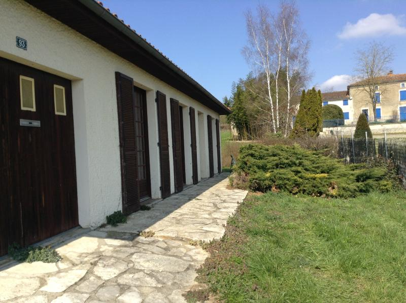 Winieries, Golf, Kayaking,Cycling, Fishing, Pony Trekking, Beach Holiday – semesterbostad i Mansle