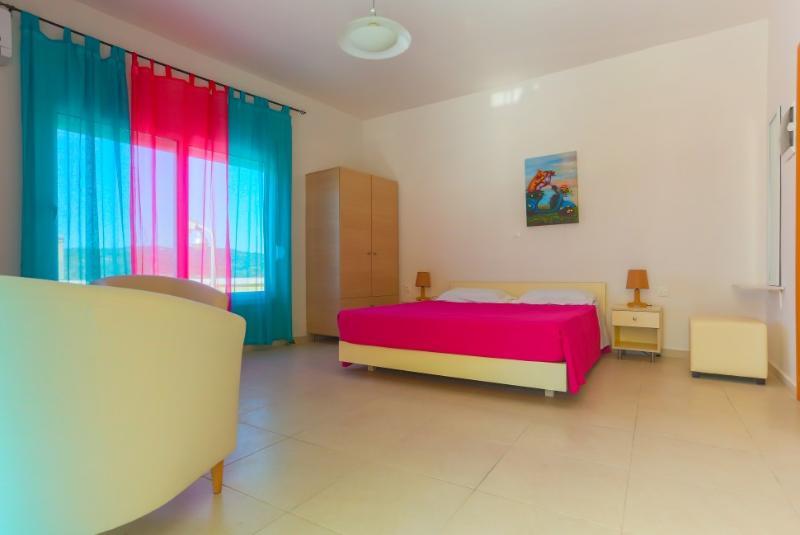 Archipolis Replay Apartments - Standard Room, alquiler de vacaciones en Psinthos