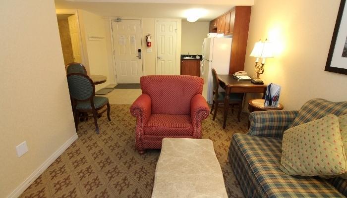 Un plan de piso abierto hace que esta suite se siente espacioso