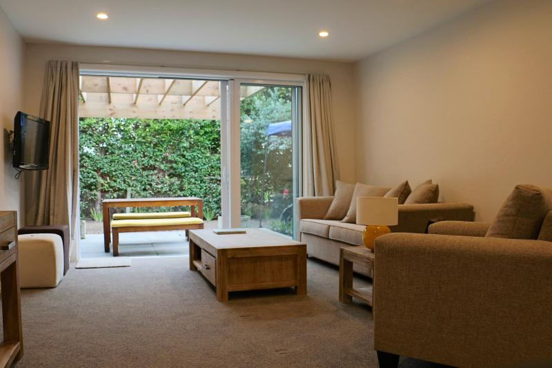Your Home Away From Home in Castor Bay, holiday rental in Auckland Central