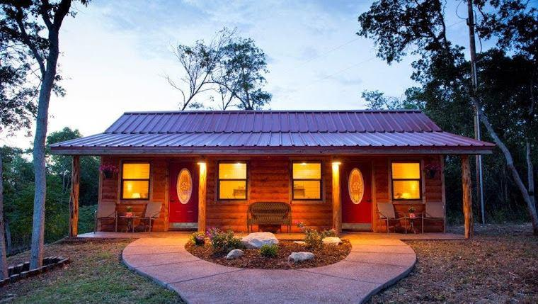Post Oak RV Park and Cabins (Cabin #4 Pet Friendly), holiday rental in Waco
