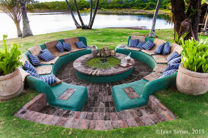 Sofão (big sofa) by the lake with fish pond. Sunset Happy Hour whislt some swim on the  lagoon ?