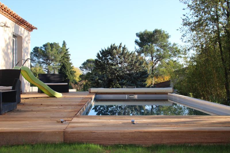 Grande ville avec piscine et jardin, location de vacances à Caveirac