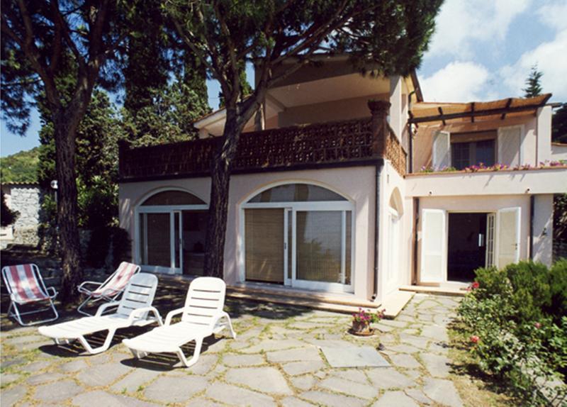 Villa panoramica Isola d'Elba 7/8 posti letto, holiday rental in Sant'Andrea