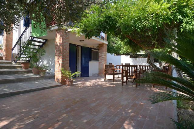 Appartamento indipendente in Villa, holiday rental in Marina di Butera