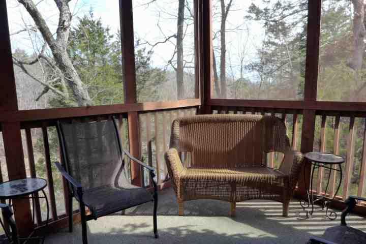 Private Abgeschirmte-In Back Porch mit Blick auf den Creek und Woods