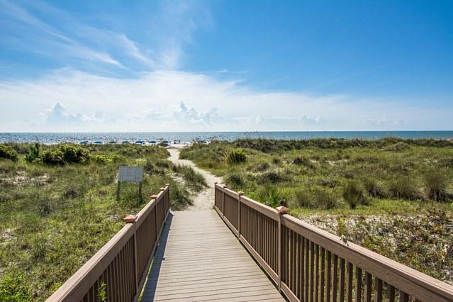 Smooth Boardwalk Platform to the Beach - No Steps!