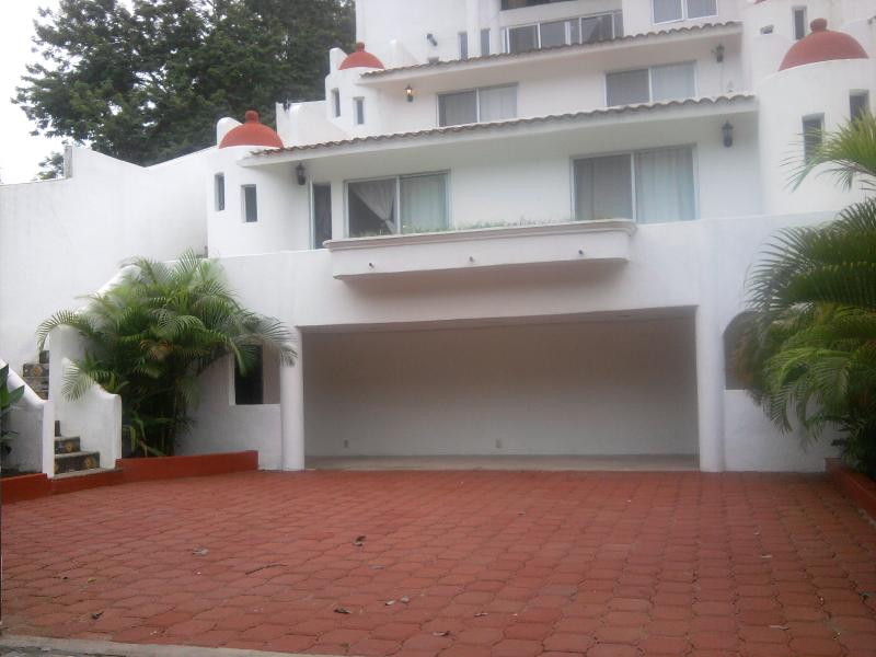 Cute apartment in lovely Villa - walk to the beach!, location de vacances à Huatulco