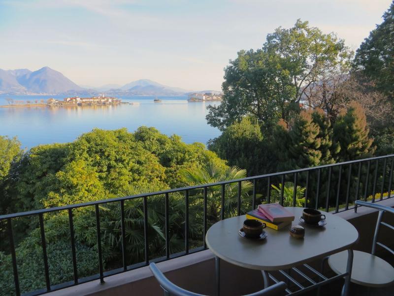Rashad studio with lake view in Baveno, vacation rental in Isola Pescatori