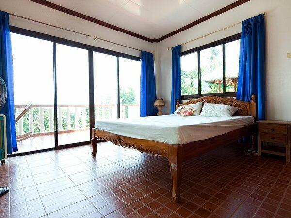 Big Master Bedroom - slide door to the nice big terrace. Wonderfull to have breakfast/dinner here.