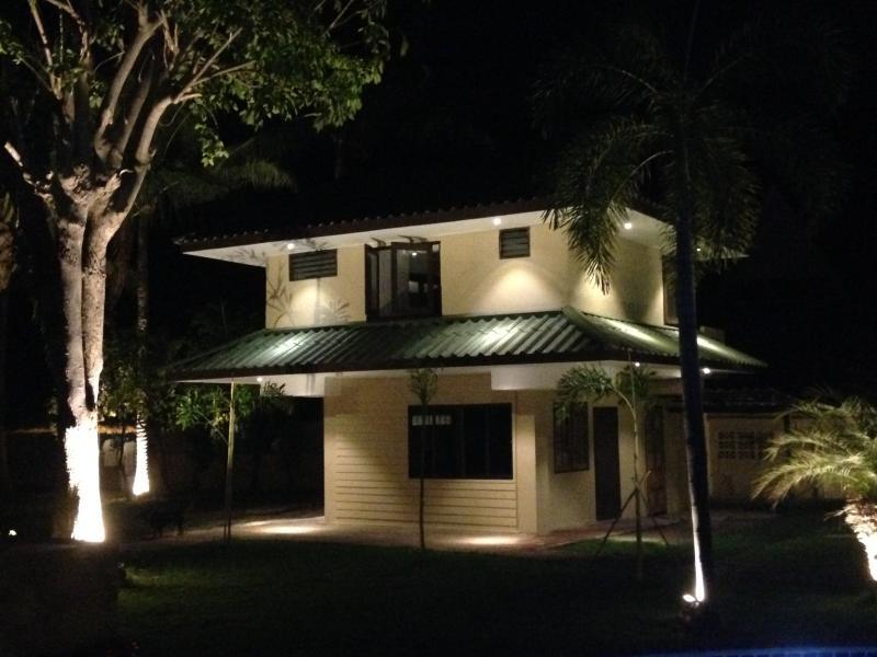 3 bedroom bungalow at the beach, vacation rental in Pranburi
