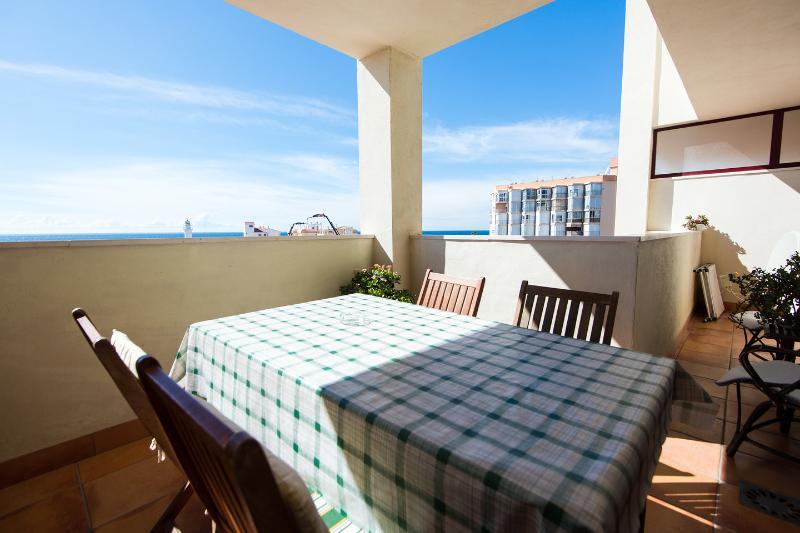 Tiene amplias vistas al mar.Terraza espaciosa El apartamento le da poco el sol en verano y mucho en