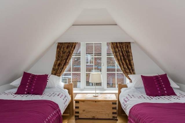 Twin bedroom on mezzanine floor