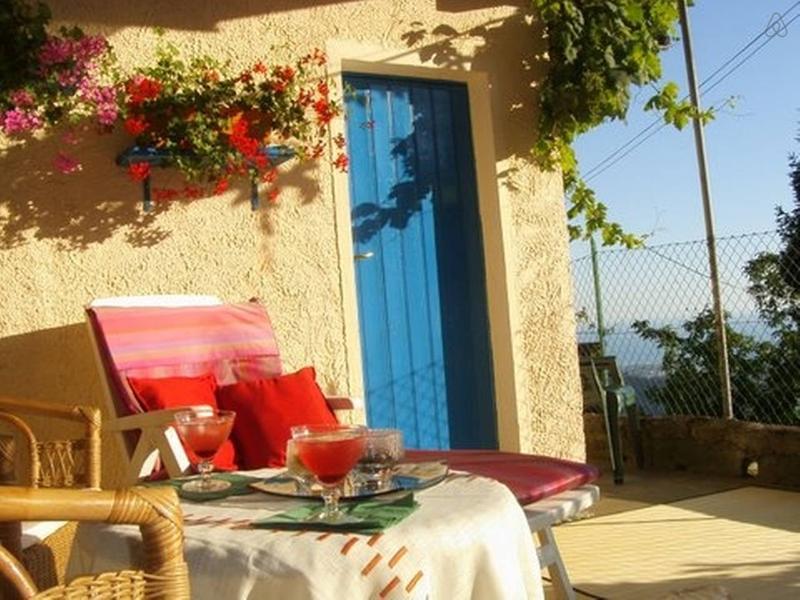Antica casa collinare vista mare,giardino,terrazza abitabile 7 km da Forte dei M, holiday rental in Azzano