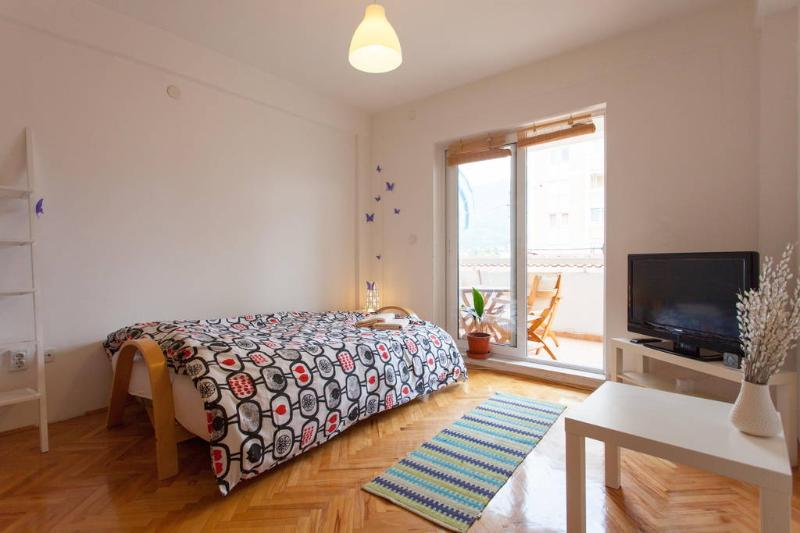 Newly renovated studio apartment in city center, holiday rental in Kalista