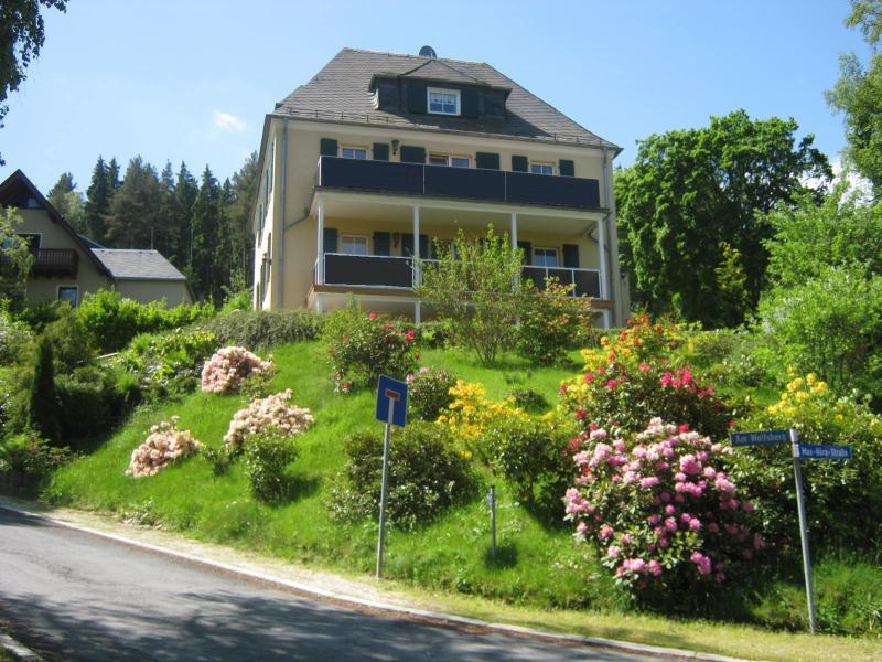 Villa Goldbrunnen - Ferienwohnung 3 / Apartment 3, location de vacances à Unterwurschnitz