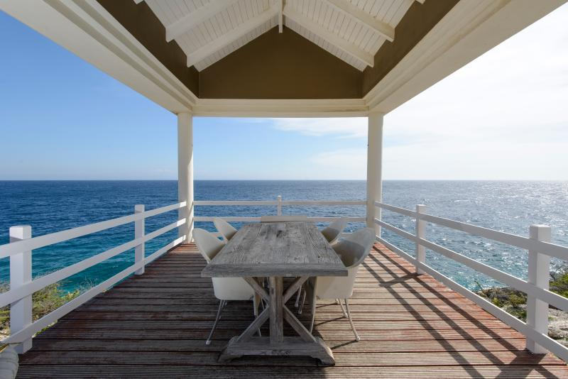 Breakfast, lunch, drinks or dinner with a perfect view!