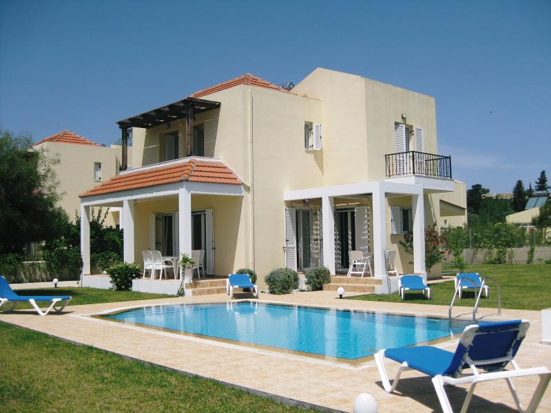 LUXURY BOUTIQUE STYLE 3 BED VILLA IN PERFECT LOCATION TO EXPLORE RHODES, holiday rental in Kolimbia