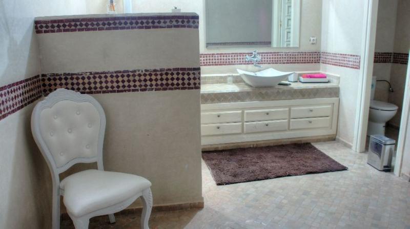 Villa jolina vacation 4 besrooms In marrakech, holiday rental in Lagouassem