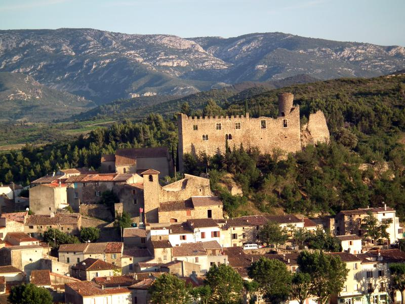 Mediaeval Gem - next to Chateau, vacation rental in Cascastel-des-Corbieres
